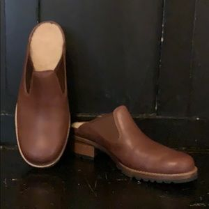 NWOB Ugg mule clog brown 8 sheepskin leather